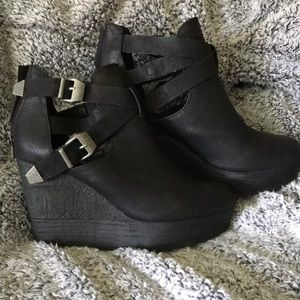 Stunning, Like New, Black Sbicca Wedge Bootie!